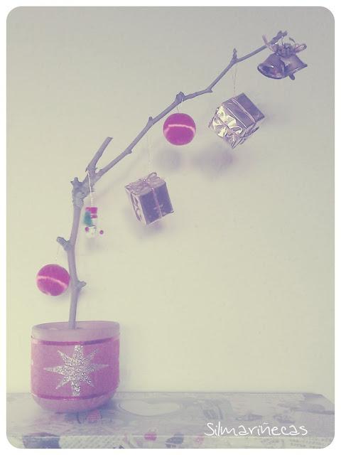 Árbol de navidad minimalista con una rama
