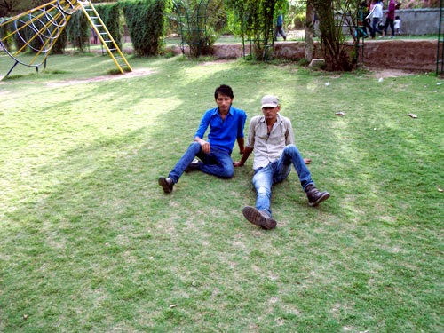 friends enjoying kanak ghati jaipur