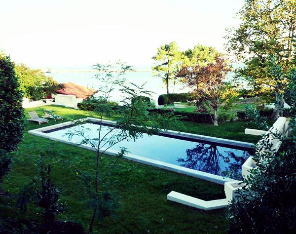 piscine avec vue sur la mer cote basque