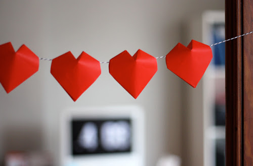 http://howaboutorange.blogspot.de/2014/01/3d-origami-hearts.html