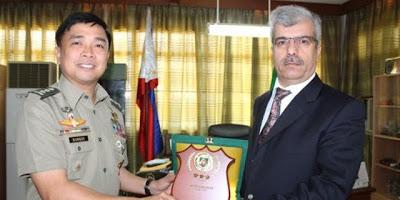 Philippine army presents honor award to Kimse Yok Mu