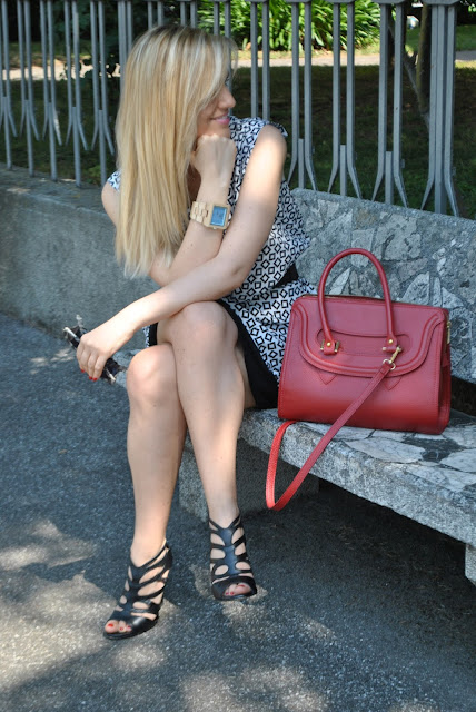 outfit bianco e nero come abbinare il bianco nero abbinamenti nero e bianco abbinamenti bianco e nero abito manica ad aletta mariafelicia magno fashion blogger outfit 26 giugno 2015 come vestirsi in estate per un incontro di lavoro come vestirsi in estate per un colloquio di lavoro abito stampato come abbinare un abito stampato how to wear a black and white dress how to wear a printed dress fashion bloggers italy italian girl blonde girl blonde hair elegant dress geometric dress summer 2015 abiti estate 2015