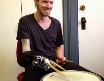 Wah, Inilah Drummer Bertangan Robot Pertama