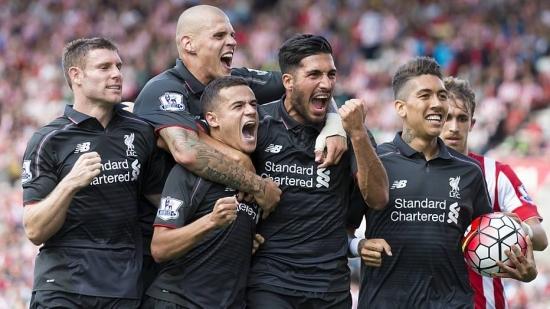 Jogadores do Liverpool comemoram gol de Coutinho, que garantiu a vitória por 1 a 0