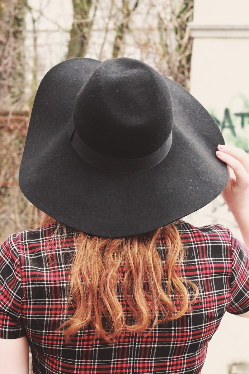 how to wear a summer floppy hat in winter