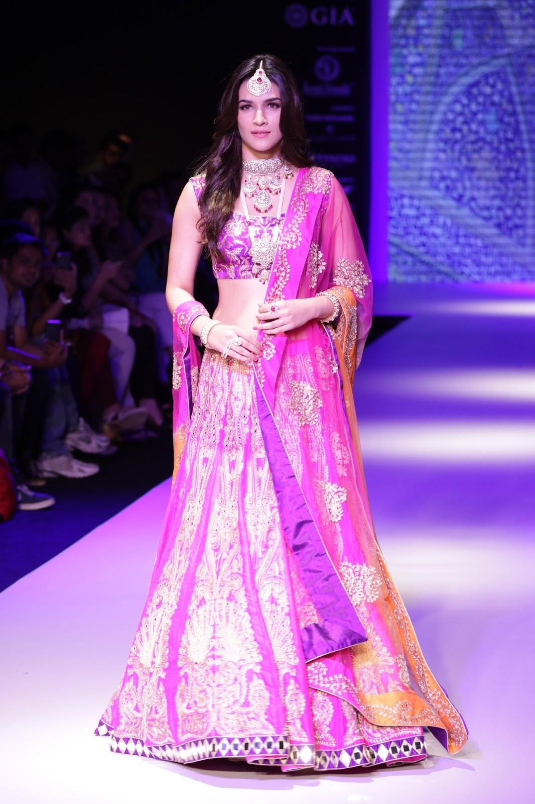 Kriti Sanon latest glamorous raml walk-HQ-Photo-9