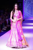 Kriti Sanon latest glamorous raml walk-thumbnail-9