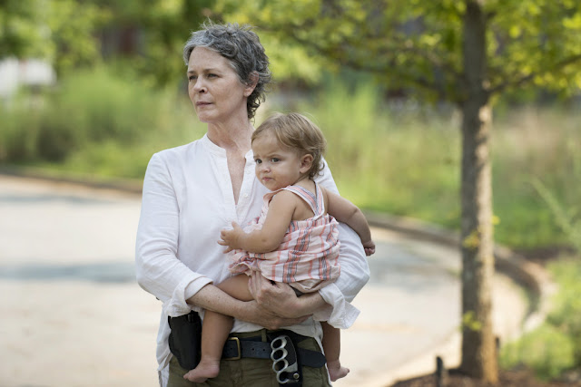 Melissa McBride como Carol Peletier and Judith – The Walking Dead _ sexta temporada, Episode 7 – Photo Credit: Gene Page/AMC
