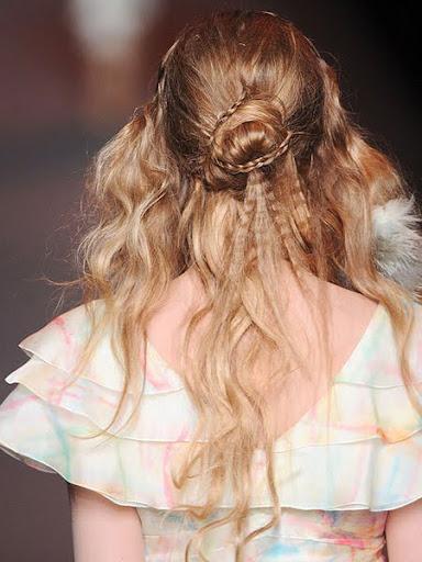 Романтично Updo дълга и средно дълга коса