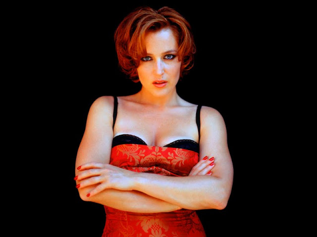 Gillian Anderson sexy in Lingerie