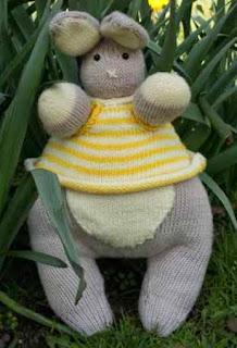 http://www.deramores.com/media/deramores/pdf/erik-easter-bunny-free-pattern.pdf