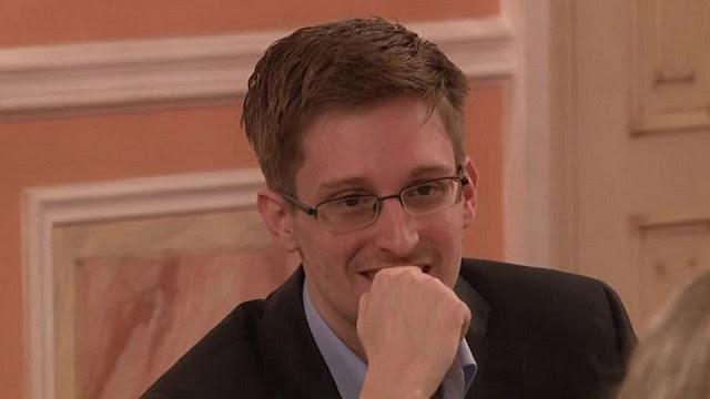 Snowden asegura que es rídiculo pensar que el correo personal de Hillary Clinton era seguro