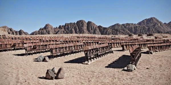 Fenomena Unik; Bioskop di Tengah Gurun Pasir