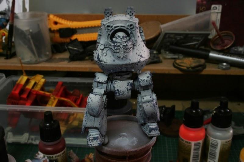 Pintura del daños de batalla sobre el cuerpo del Dreadnought Contemptor