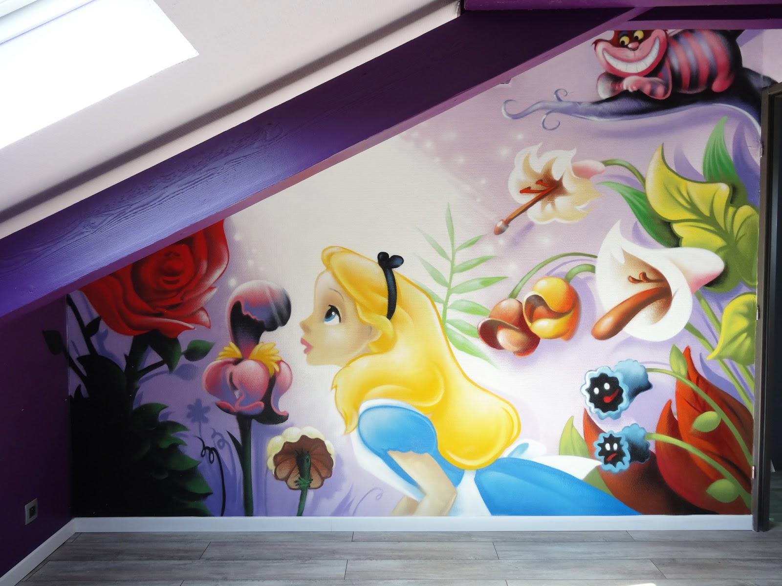 peinture pour chambre d 'enfant alice aux pays des merveilles : Décoration