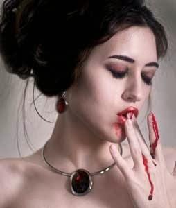 vampiresa chupando sangre historias de miedo