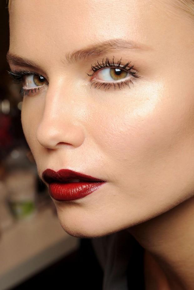 tendência maquilhagem outono, lábios cor de vinho, bordeaux, fall makeup trend