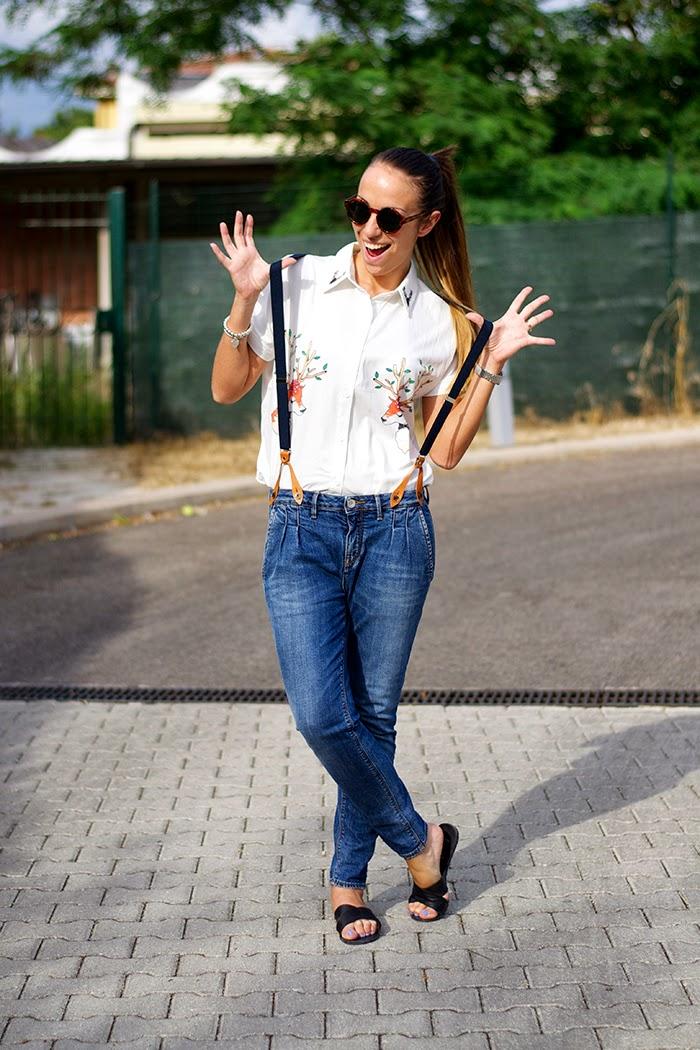 jeans con bretelle