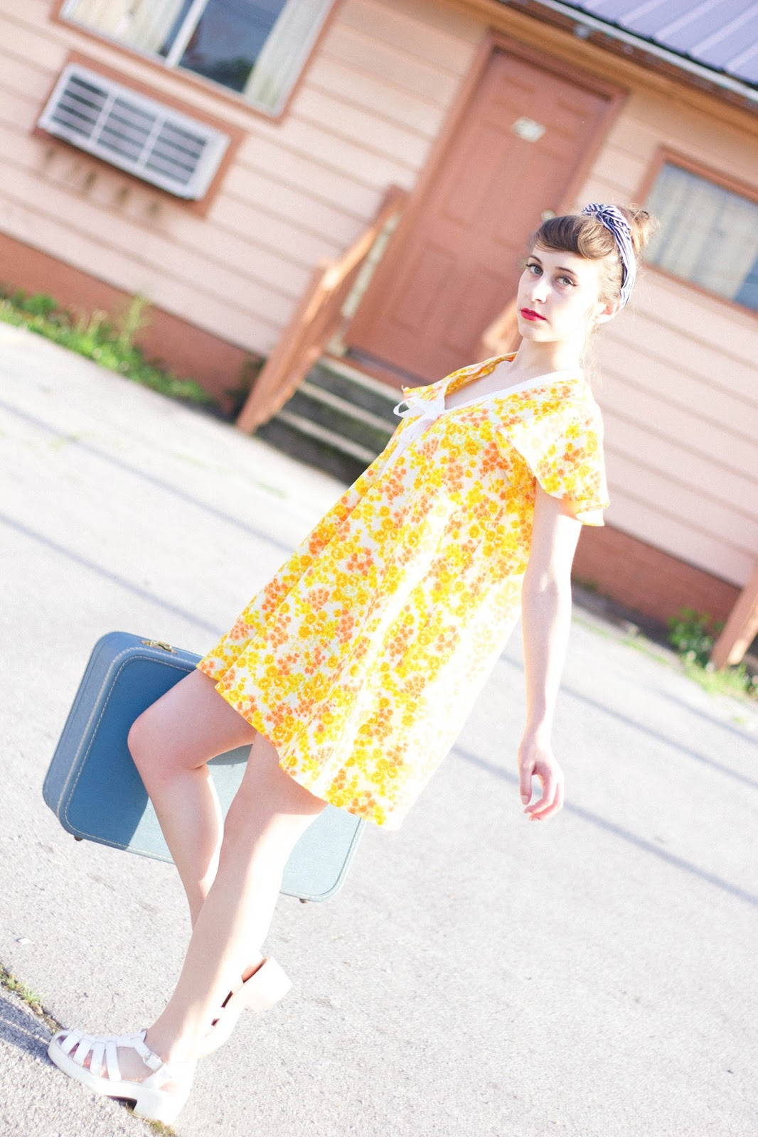 style, fashion, retro, 60's, floral shift dress, old motel, girly, feminine, personal style blogger, movie blogger, costume design,taylor swift, vintage