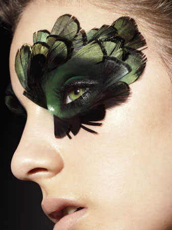 Hot Dark Green Feathery Eye Makeup