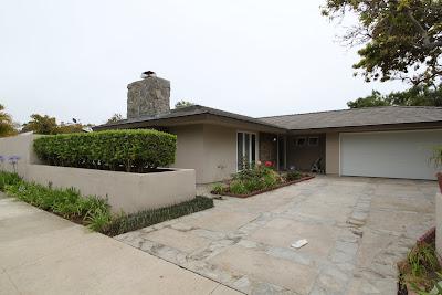 attractive mid-century modern driveway