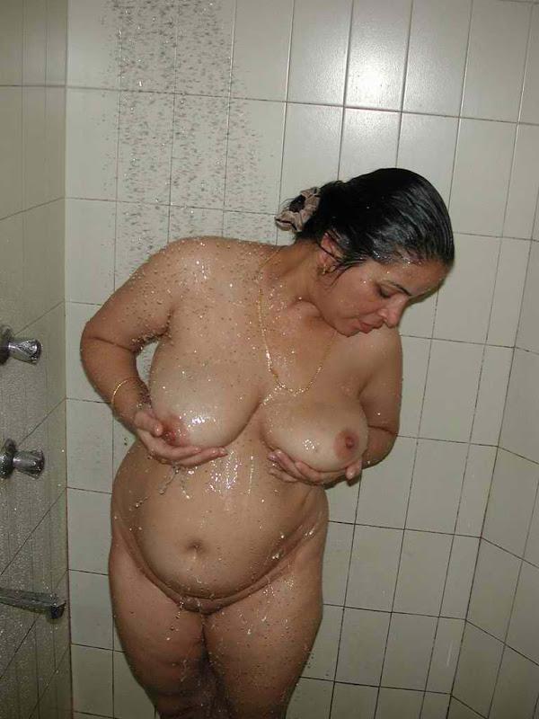 Hot Desi Housewife Bathing Nude