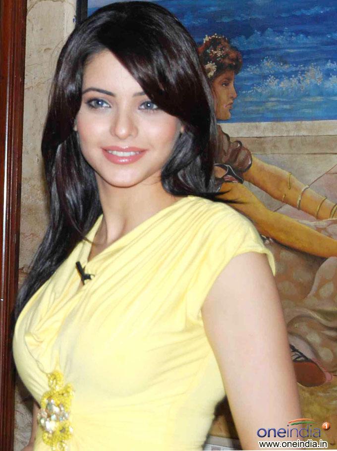 Bollywood Actress Aamn... Scarlett Johansson