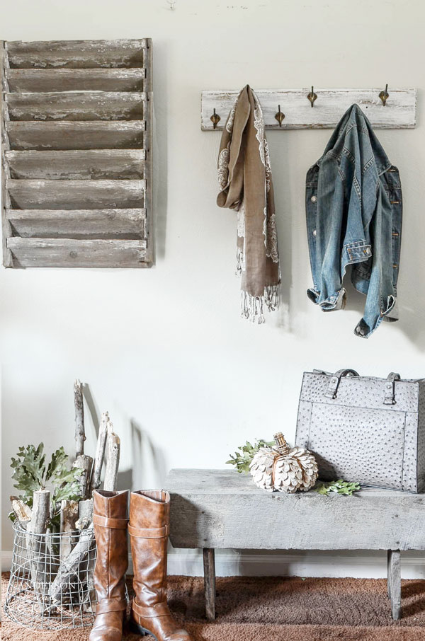 Industrial farmhouse entryway decorated for fall.  ||  www.andersonandgrant.com