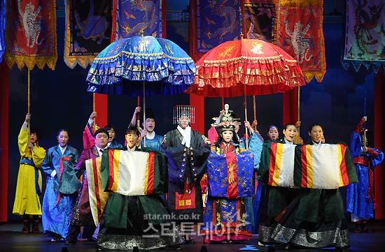 [MUSICAL] 08/04/2011 - KyuJong @ Goong Musical  - Page 4 KJ-Goong-media-18