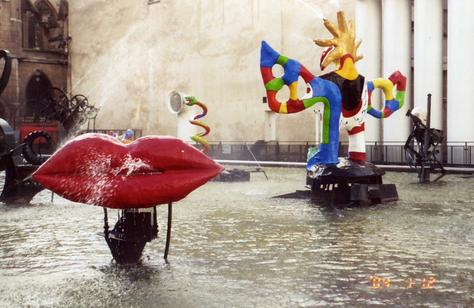 Tha s le o niki de saint phalle for Art minimal centre pompidou