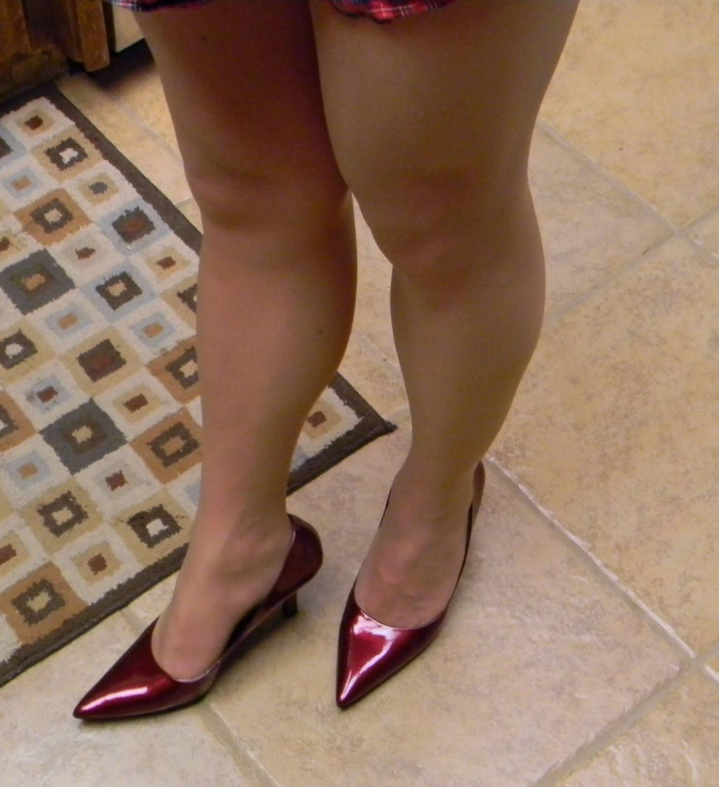 Transvestites shave legs