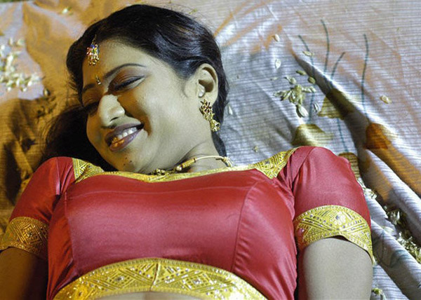 Mallu aunty with young masseur josegeorge9995 at gmail - 4 5