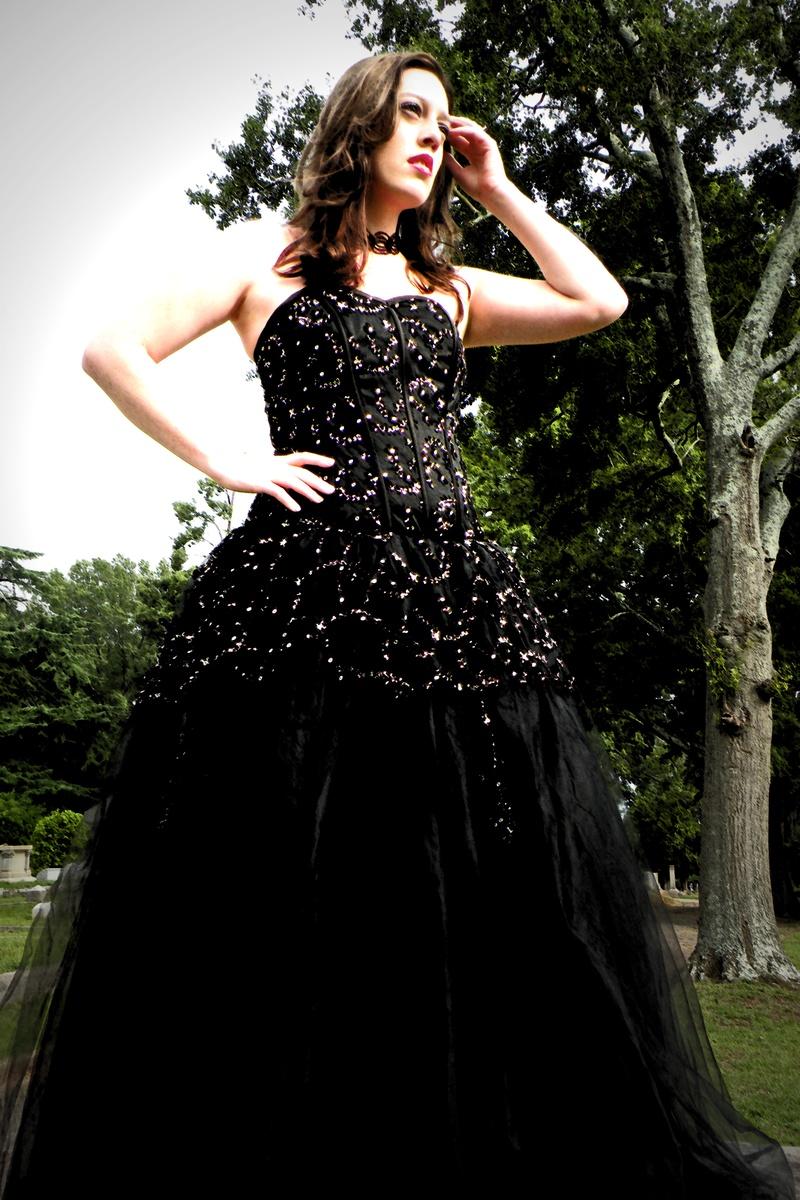Medieval wedding dresses uk smartweddinggown for Black gothic wedding dress