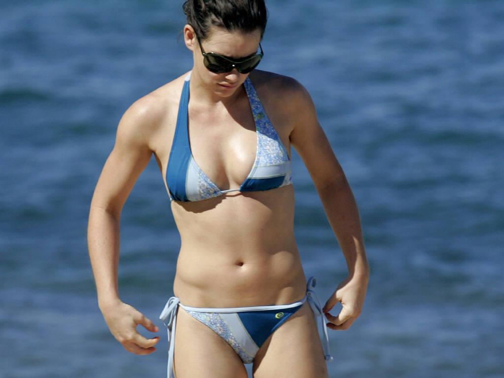 http://4.bp.blogspot.com/-EznzWeVi_Rk/TnNEx3V9C3I/AAAAAAAAA3o/WQePbV5mcE4/s1600/Evangeline-Lilly-in-hot-bikini-5.JPG