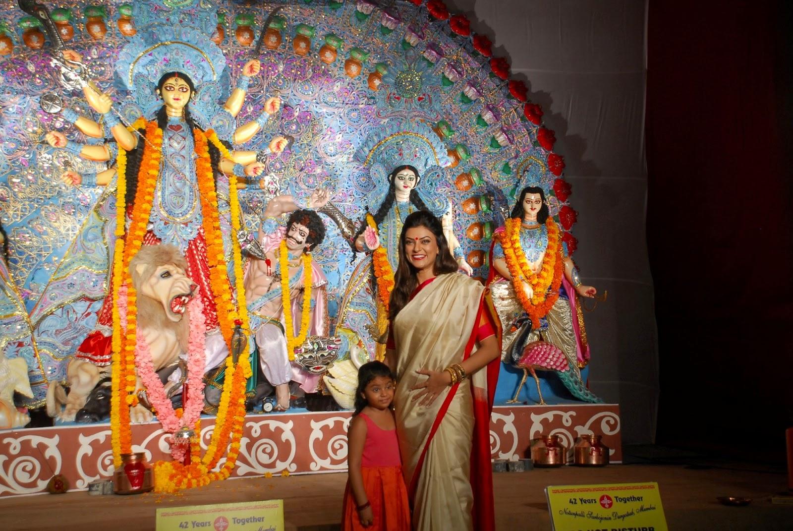 Sushmita Sen visits North Bombay Sarbojanin Durga Puja Pandal