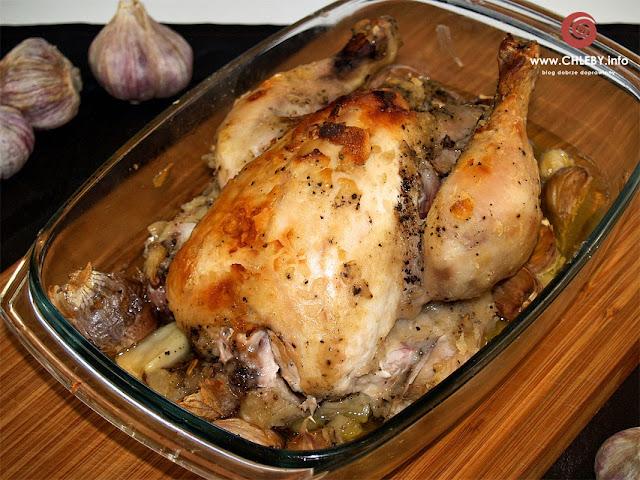 Kurczak pieczony z czterdziestoma ząbkami czosnku