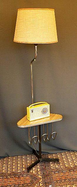 Vintage kitsch siglo xx lampara de pie con mesa y - Lampara de pie con mesa ...