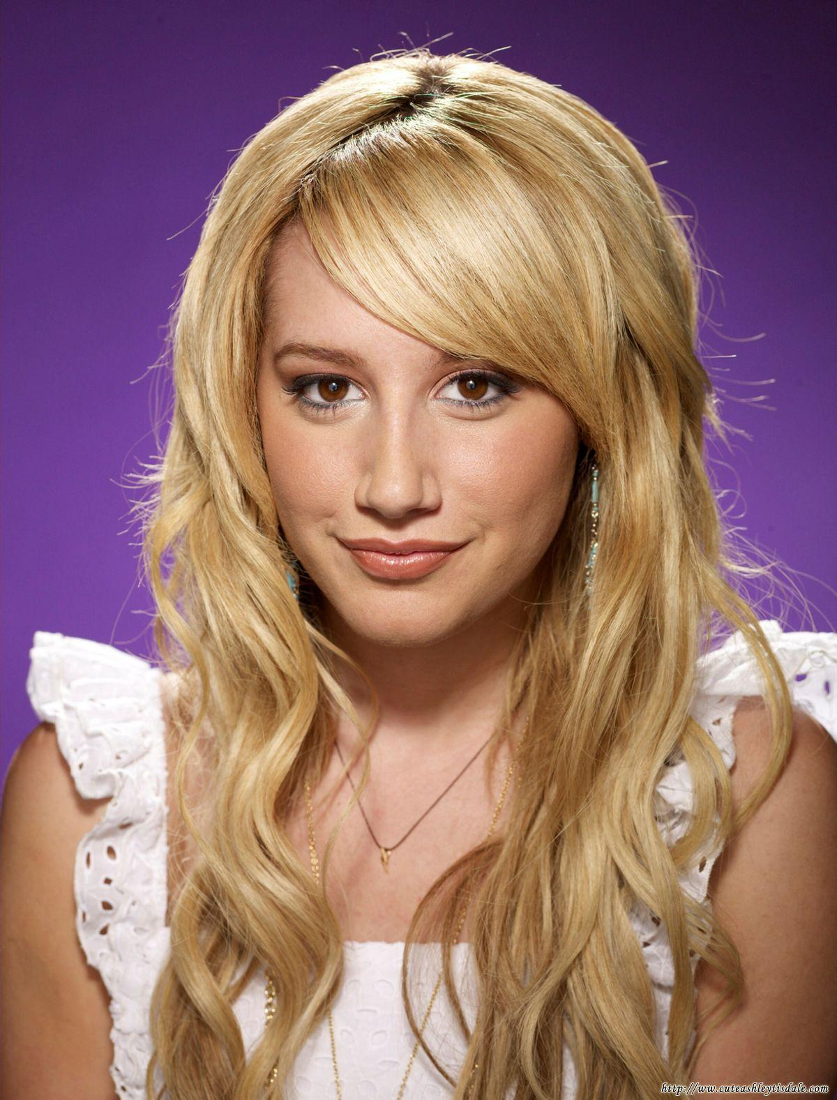 5 Different Ashley Tisdale Hairstyle