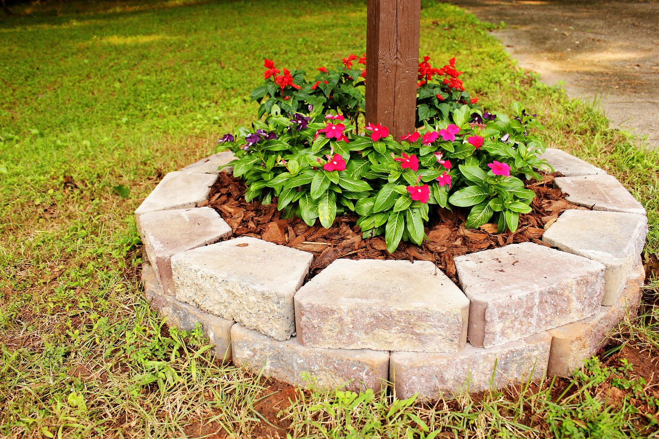 The handcrafted life simple but cute mailbox flower bed for Simple flower bed designs
