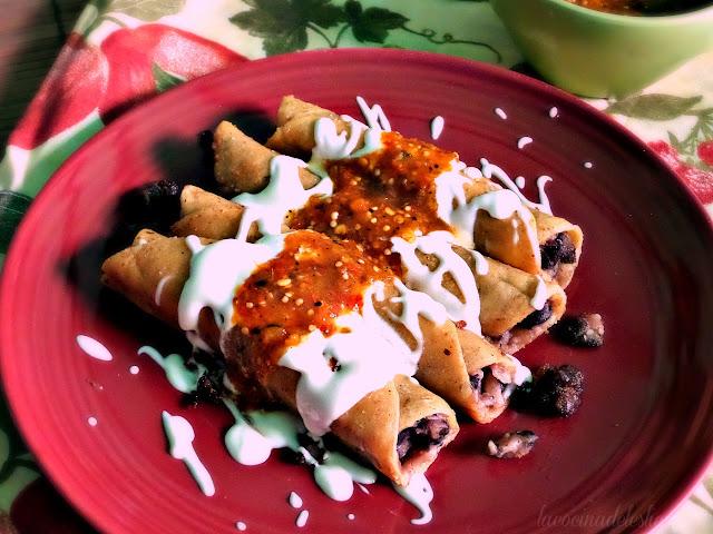 Taquitos de frijol negro sin carne - lacocinadeleslie.com