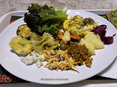 Orgânico Alimentos Saudáveis: Prato com opções do buffet