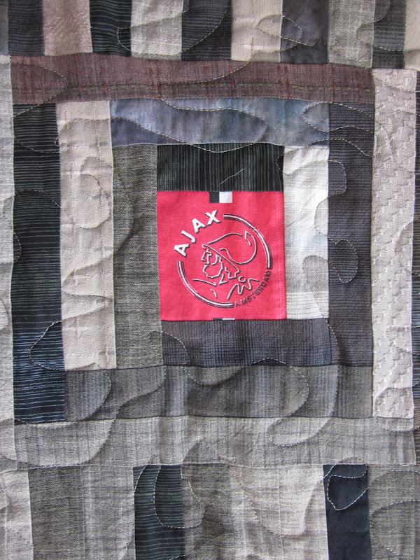 http://4.bp.blogspot.com/-F0V303_dlzI/T-cxvYr-GCI/AAAAAAAAFxo/ZCiWqgX1EWQ/s1600/robbin\'s+quilt+025.JPG