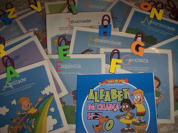 Alfabeto da criança feliz