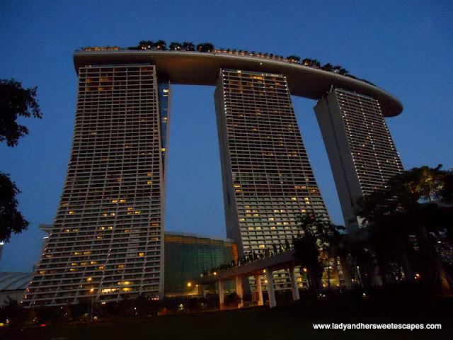 Marina Bay Sands Skypark dazzling in midnight blue sky