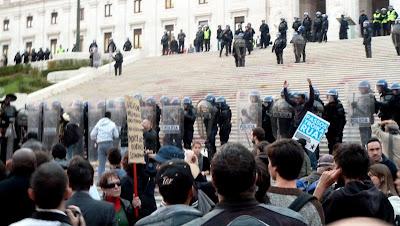 Fotografia tirada por Paula Montez durante a manifestação de 14 de Novembro 2012