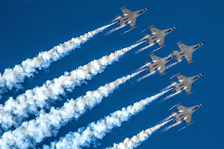 THE  AIR FORCE THUNDERBIRDS PERFORM THE DELTA LOOP
