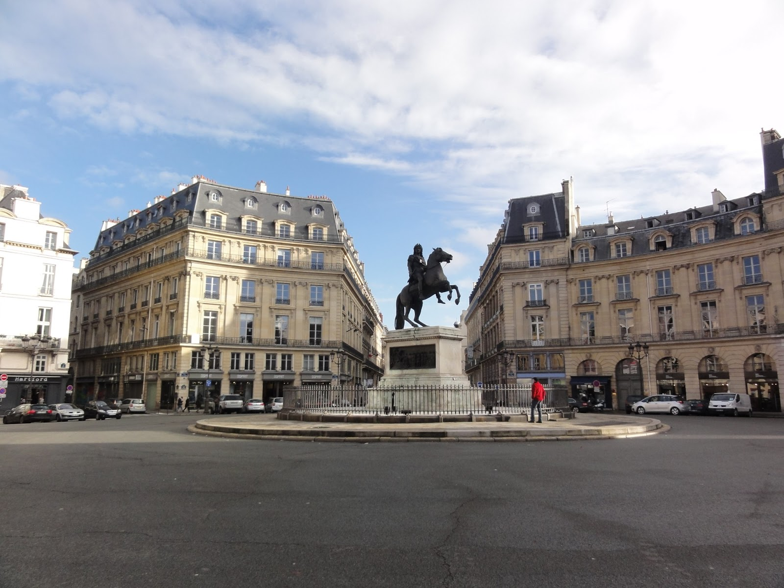 Louis xiv paris historic walks - Place des victoires metro ...