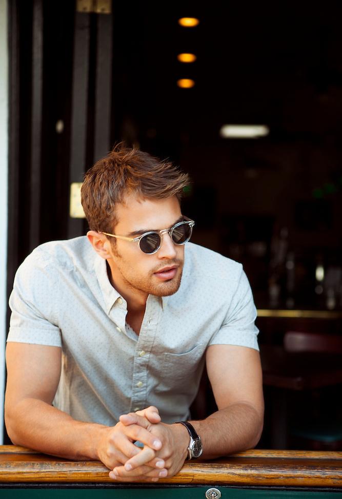 Divergent Source France: Nouveaux photoshoots de Theo James (Quatre).