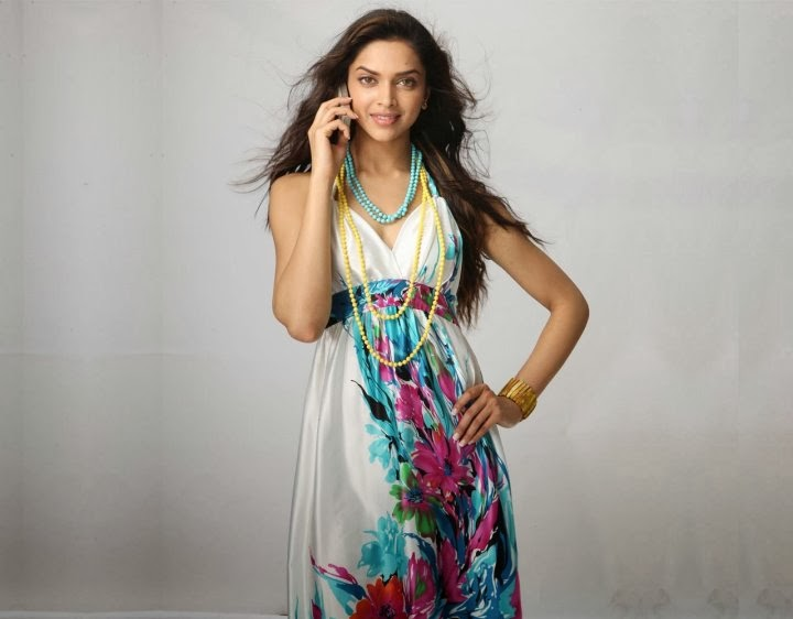Deepika Padukone talking on her phone hot unseen private personal life pics