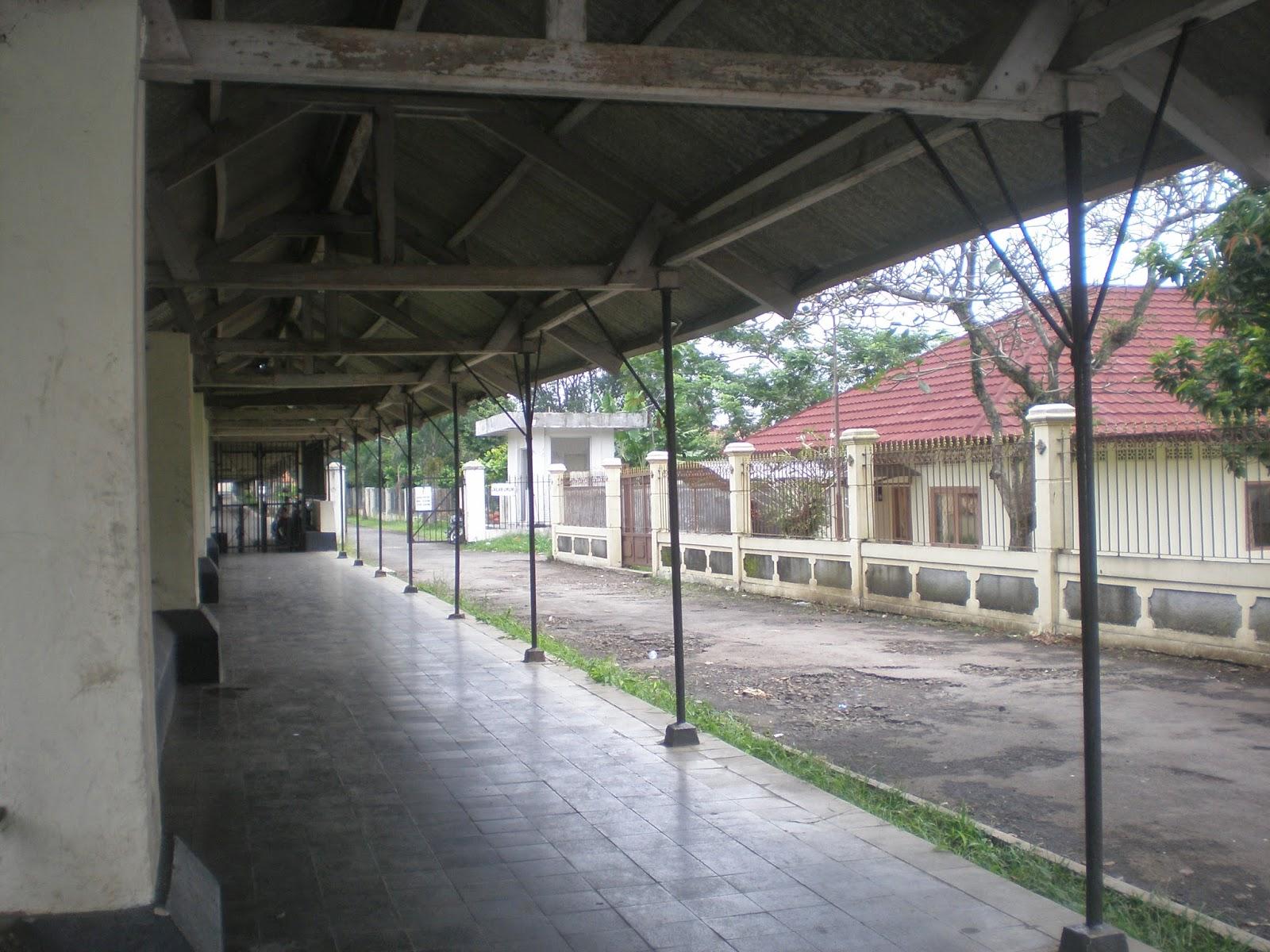 http://hendrasuhendra176.blogspot.com/2014/05/jalan-jalan-ke-bogor.html